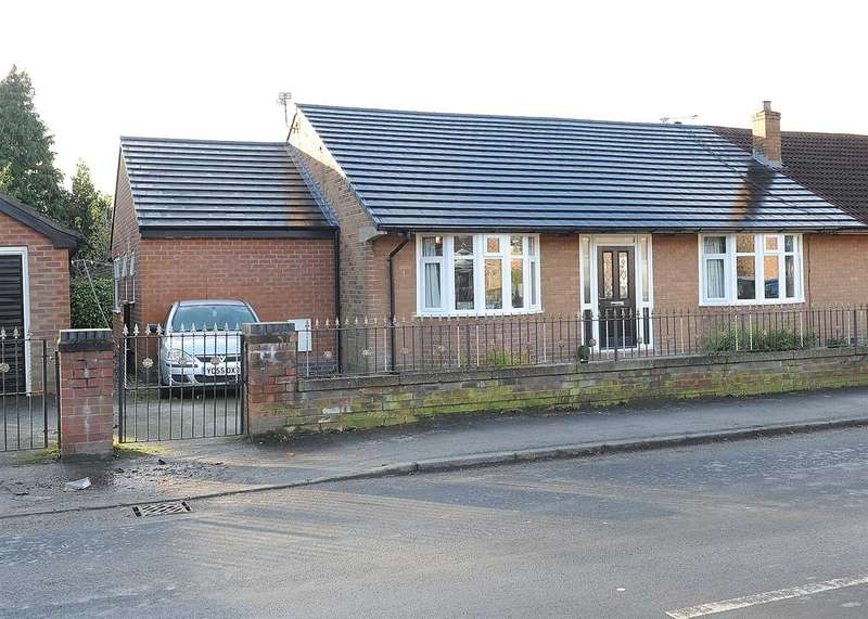 2 Bedrooms Bungalow for sale in 21 Lords Street, Cadishead M44 5EH
