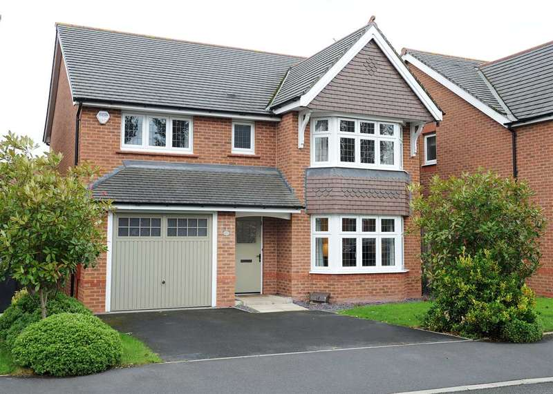 4 Bedrooms Detached House for sale in 14 Roseway Avenue, Cadishead M44 5GJ