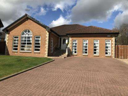 5 Bedrooms Bungalow for sale in Nagle Gardens, Dalziel Park