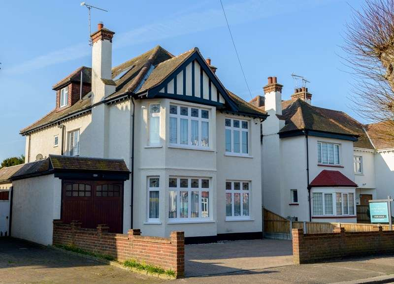 6 Bedrooms Detached House for sale in Burges Estate, Thorpe Bay