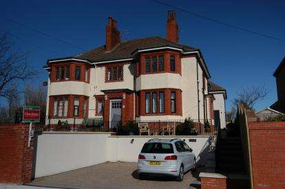 2 Bedrooms Flat for sale in Lingdale Road, West Kirby, Wirral, CH48