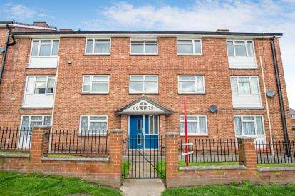 2 Bedrooms Flat for sale in Stockwell Avenue, Knaresborough, .
