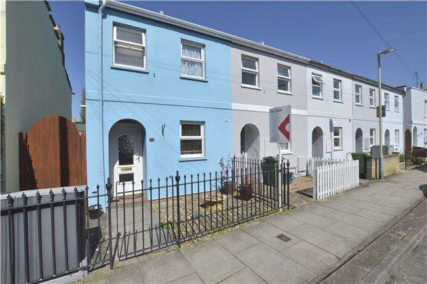 2 Bedrooms End Of Terrace House for sale in Naunton Crescent, CHELTENHAM, Gloucestershire, GL53 7BD