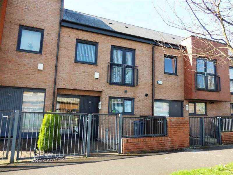 2 Bedrooms Terraced House for sale in Silverlace Avenue, Openshaw, Manchester