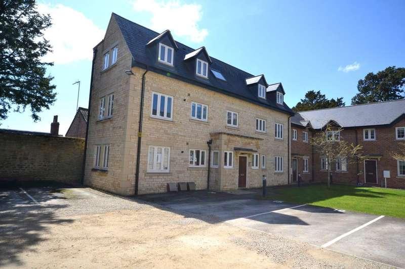 2 Bedrooms Flat for sale in High Street, Brackley, NN13