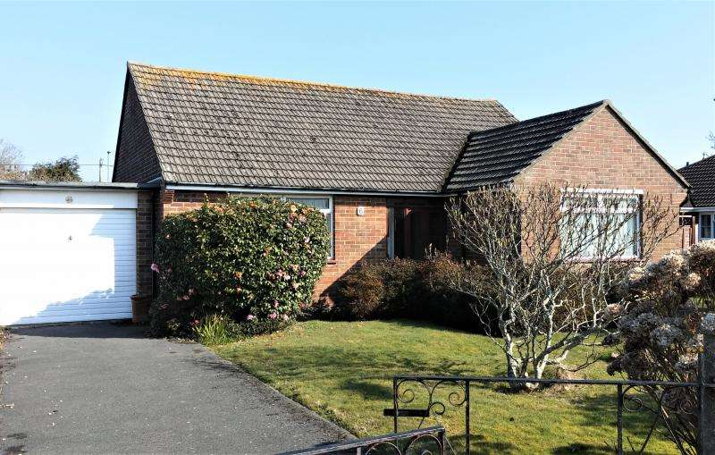 2 Bedrooms Bungalow for sale in Bungalow to Improve
