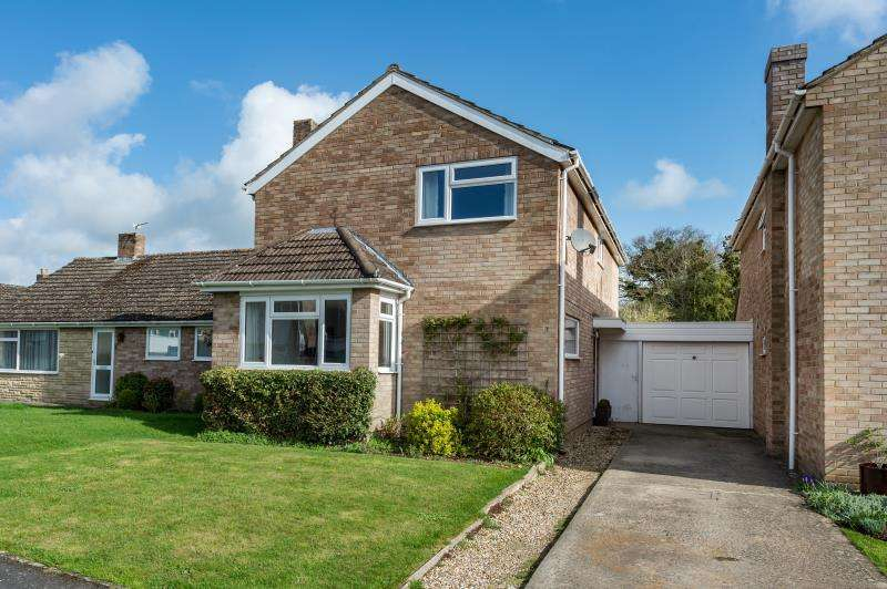 4 Bedrooms Detached House for sale in Freeborn Close, Kidlington, Oxfordshire