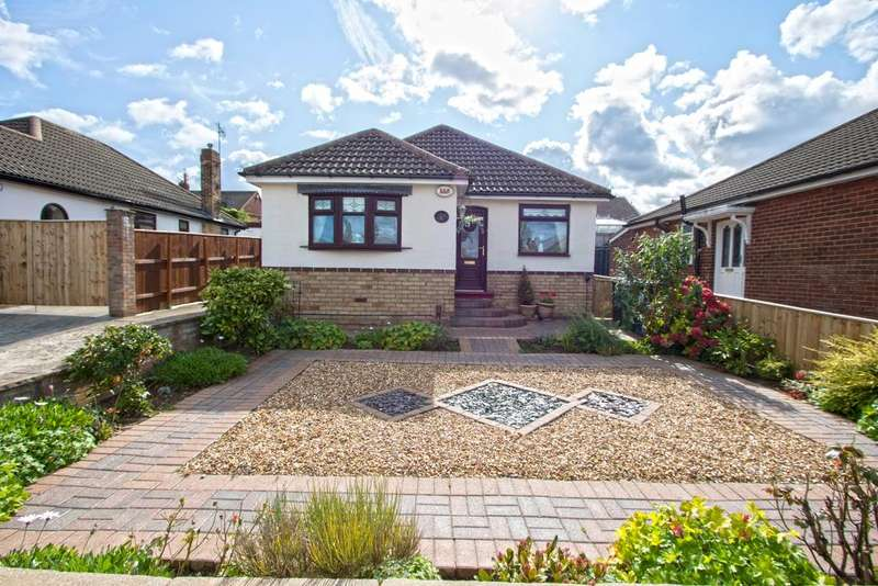 3 Bedrooms Detached Bungalow for sale in Newbank Close, Ormesby TS7