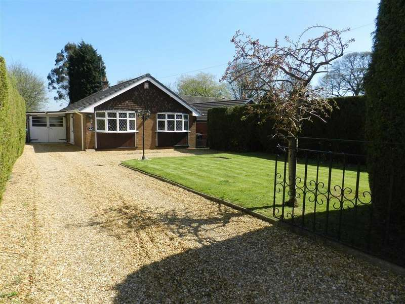 2 Bedrooms Detached Bungalow for sale in Stafford Road, Great Wyrley