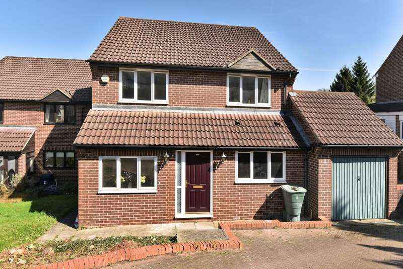 4 Bedrooms Detached House for sale in High Wycombe, Buckinghamshire, HP12