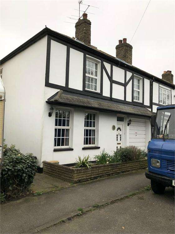 4 Bedrooms Semi Detached House for sale in Chapel Lane, Uxbridge, Greater London