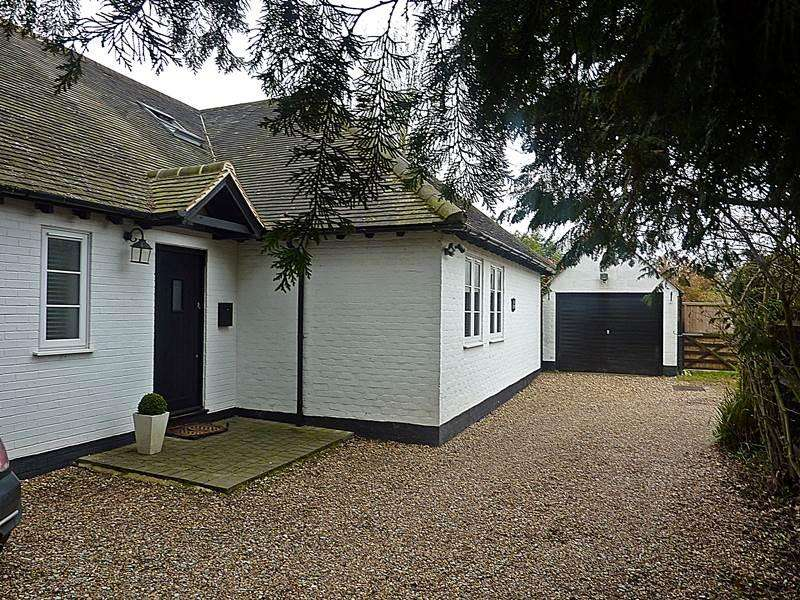 4 Bedrooms Detached House for sale in HOLYPORT
