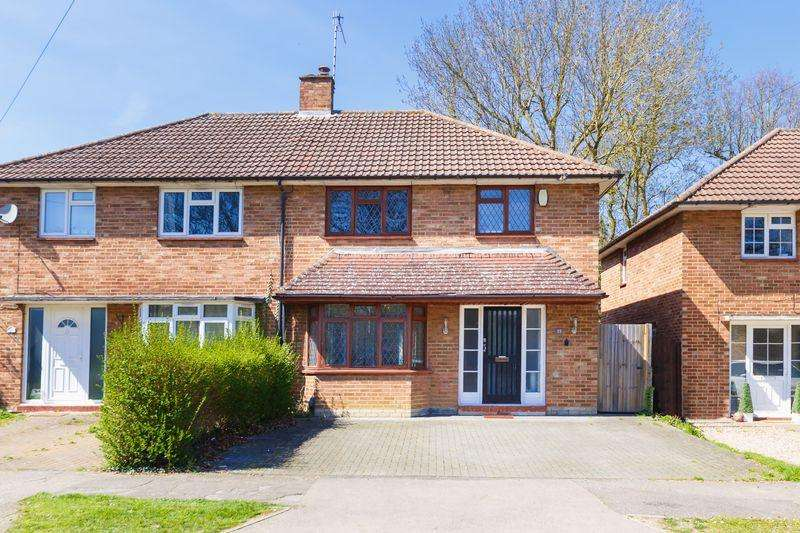 3 Bedrooms Semi Detached House for sale in Hunters Ride, Bricket Wood, St. Albans