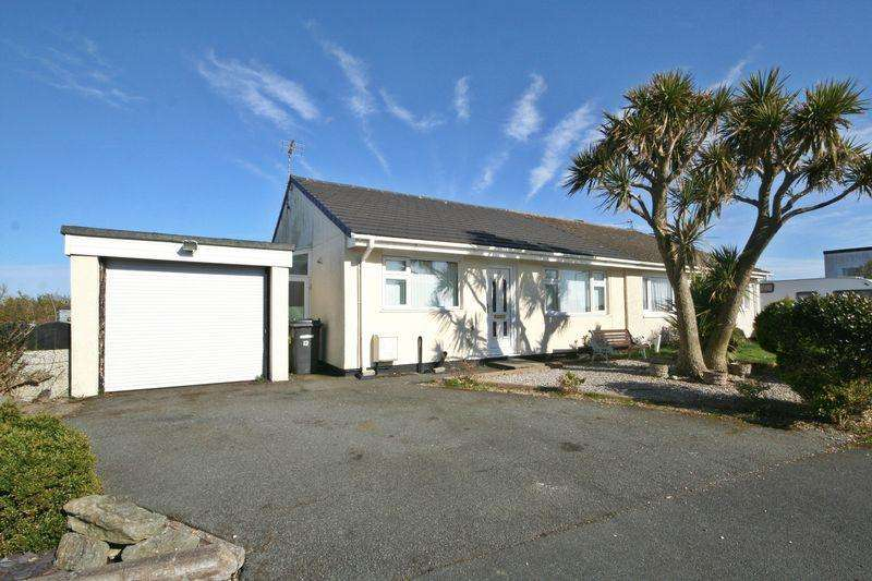 3 Bedrooms Semi Detached Bungalow for sale in Valley, Anglesey