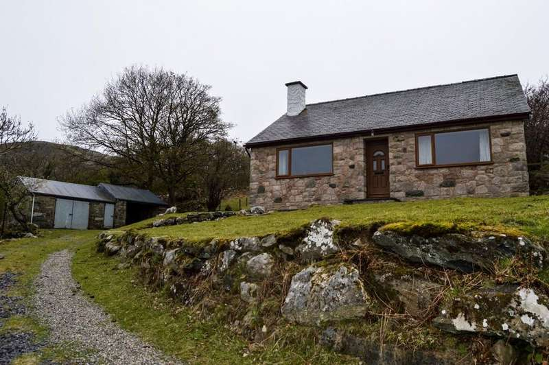 4 Bedrooms Detached House for sale in Cae Tacnal, Llanbedr-Y-Cennin, North Wales