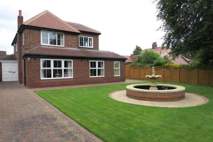 3 Bedrooms Detached House for sale in Cleaside Avenue, South Shields