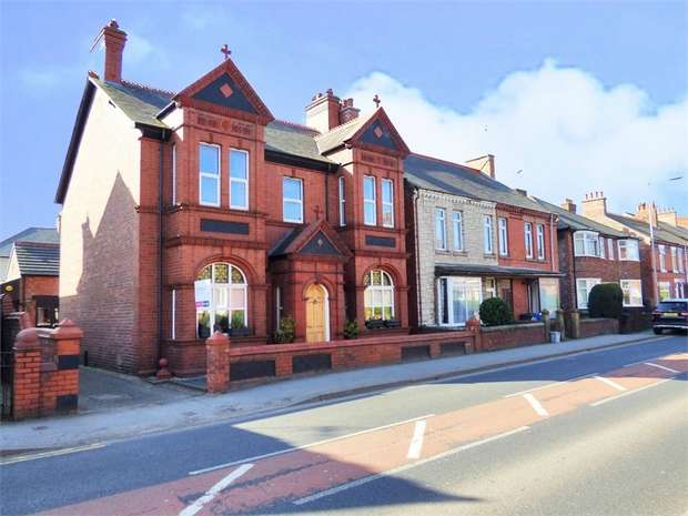 4 Bedrooms Detached House for sale in Ruabon Road, Wrexham