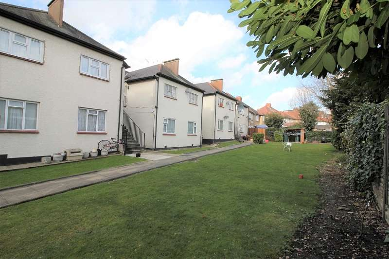 3 Bedrooms Flat for sale in Green Court, Green Lane, Edgware, Greater London. HA8 7PP