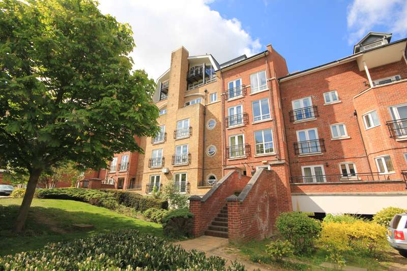 2 Bedrooms Apartment Flat for sale in Aveley House, Iliffe Close, Southampton Street, Reading, RG1