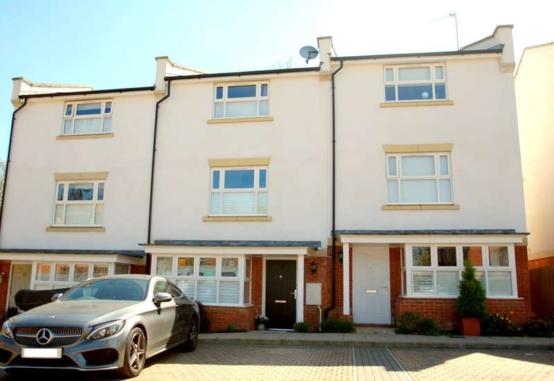 4 Bedrooms Terraced House for sale in Clayton Road, Lane End, HP14