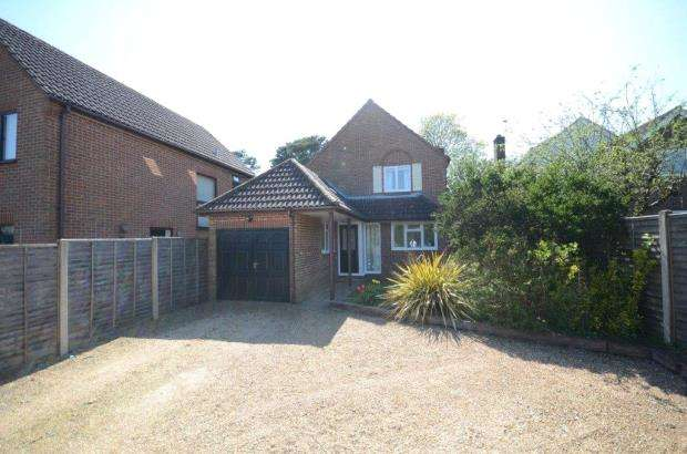 3 Bedrooms Detached House for sale in Heath Close, Farnham, Surrey
