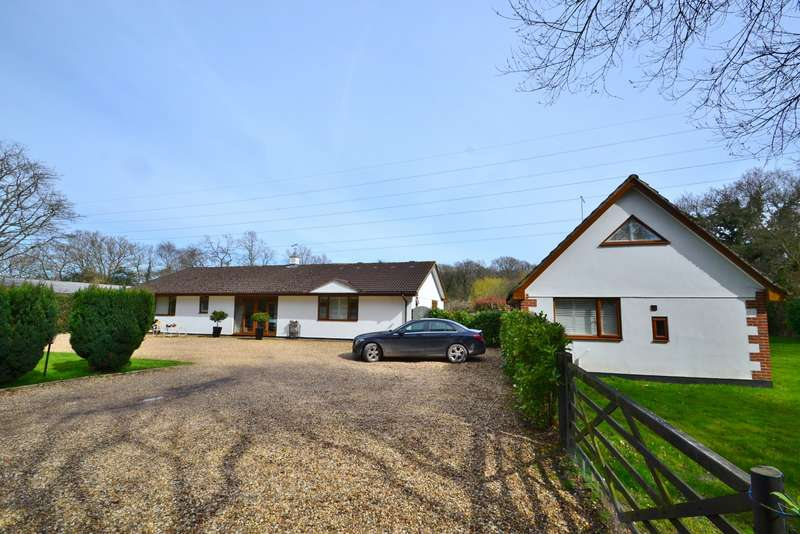 5 Bedrooms Bungalow for sale in West Moors