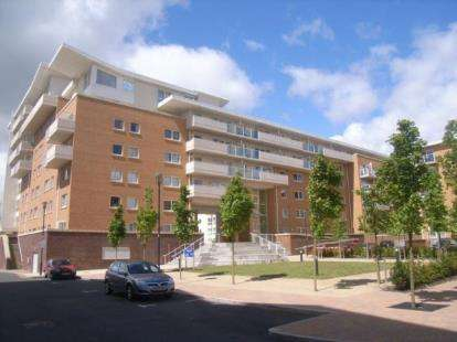 1 Bedroom Flat for sale in Nice House, Hansen Court, Century Wharf, Cardiff Bay