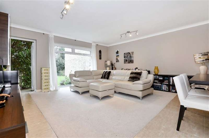 2 Bedrooms Flat for sale in Richmond Court, Queens Road, Kingston Upon Thames
