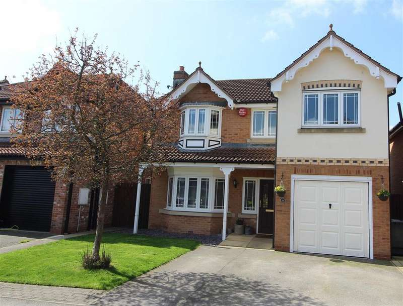 4 Bedrooms Detached House for sale in Whinmoor Drive, Huddersfield