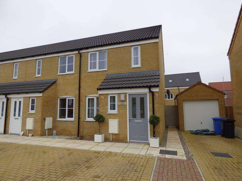 2 Bedrooms Terraced House for sale in Lupton Close, Lowestoft