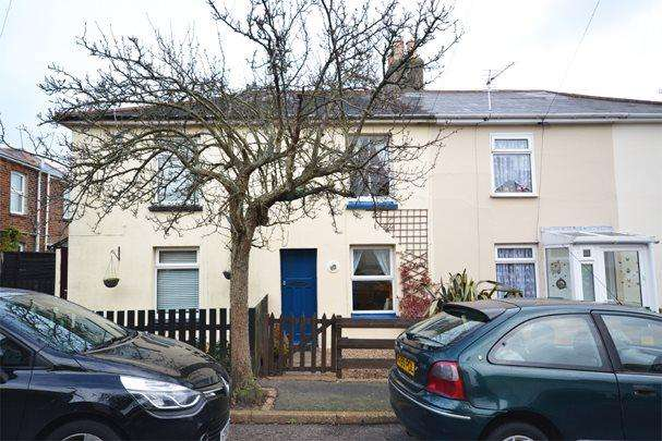 2 Bedrooms Terraced House for rent in St Michaels Avenue, Ryde, Isle of Wight
