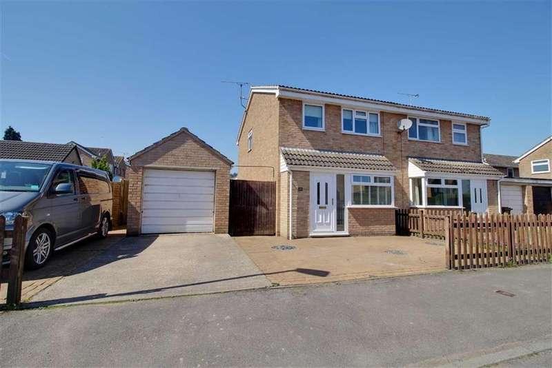 3 Bedrooms Semi Detached House for sale in Oak Way, Huntley, Gloucester