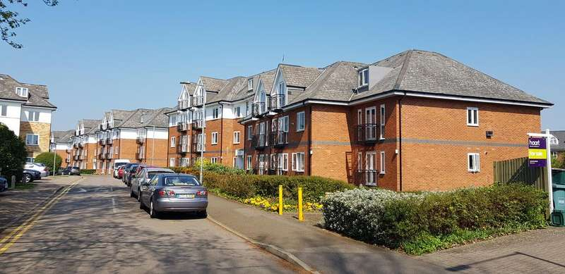 2 Bedrooms Flat for sale in Park View Close, St Albans AL1