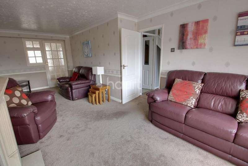 3 Bedrooms Semi Detached House for sale in Abbots Close, Rainham