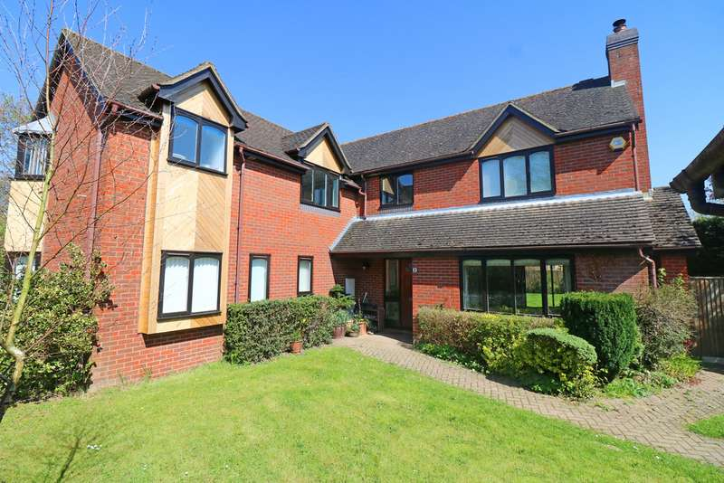 5 Bedrooms Detached House for sale in Dutchells Copse, Horsham RH12