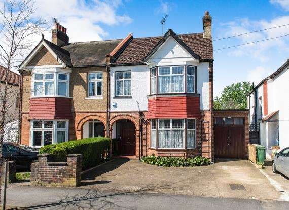 4 Bedrooms Semi Detached House for sale in Worcester Park, Surrey, England