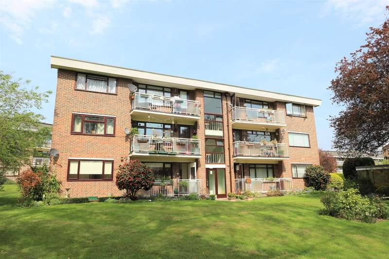 2 Bedrooms Flat for sale in Fairway Court, Greenacres, London, SE9 5BA