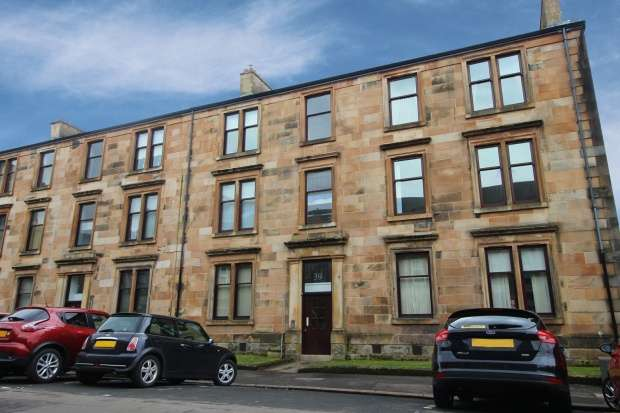 3 Bedrooms Apartment Flat for sale in Kelly Street, Greenock, Renfrewshire, PA16 8TP