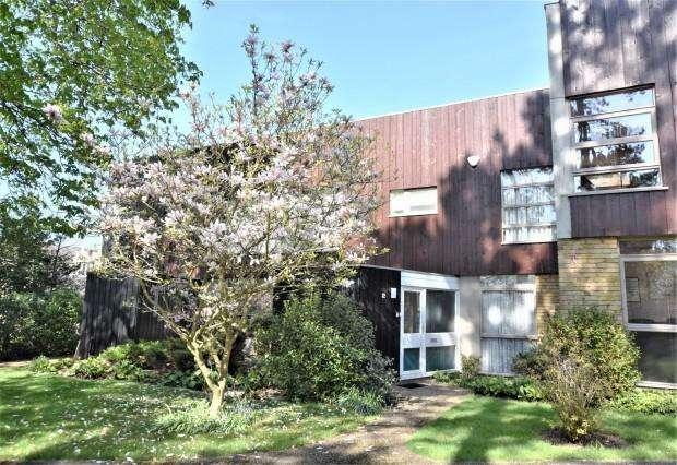 3 Bedrooms Terraced House for sale in Westfield, Ashtead, KT21
