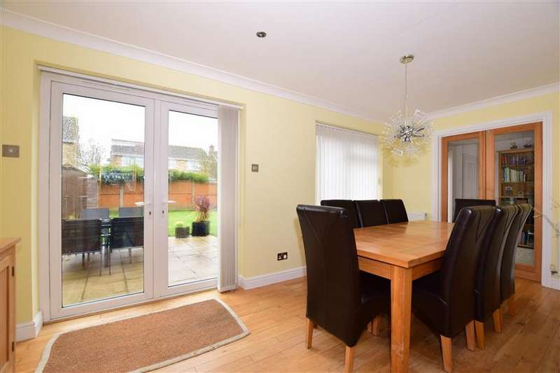 3 Bedrooms Semi Detached House for sale in Southmead Close, Folkestone, Kent