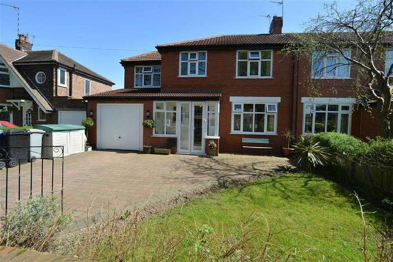 3 Bedrooms Semi Detached House for sale in Southgate, URMSTON, Manchester