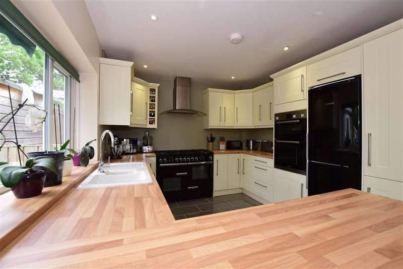 3 Bedrooms Semi Detached House for sale in Sandes Place, Leatherhead, Surrey
