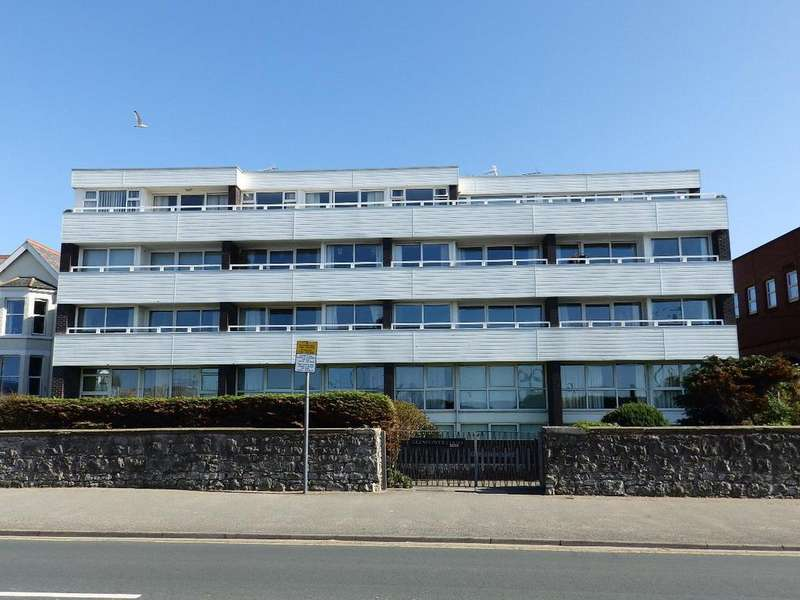 2 Bedrooms Flat for sale in Glendower Court, Rhyl