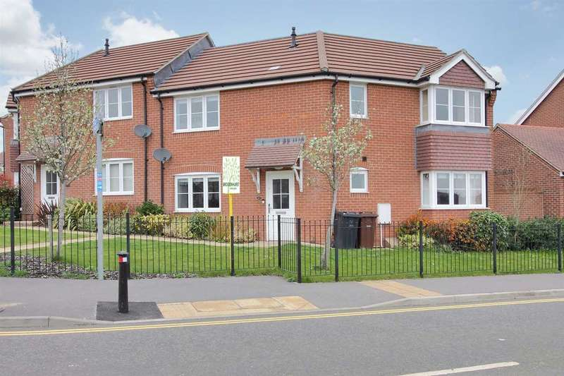 3 Bedrooms Semi Detached House for sale in Balwen Walk, Andover