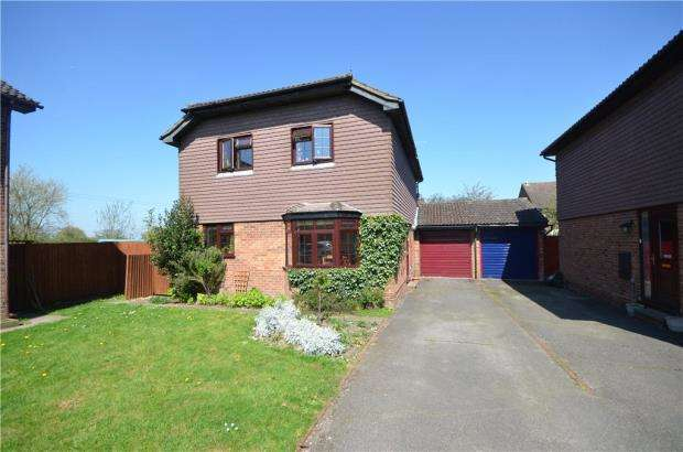 4 Bedrooms Detached House for sale in Clover Lane, Yateley, Hampshire