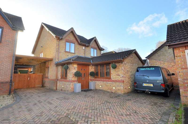 4 Bedrooms Detached House for sale in Barrow View, Ferndown