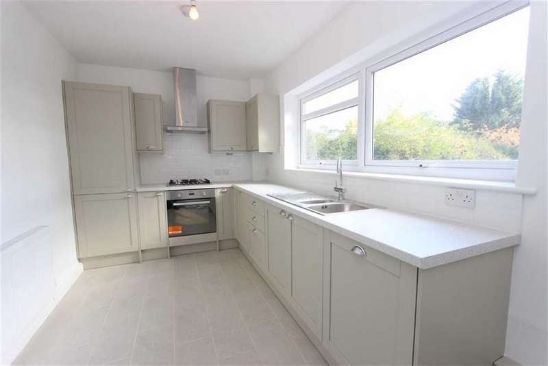 2 Bedrooms Flat for rent in Maplin Close, Winchmore Hill