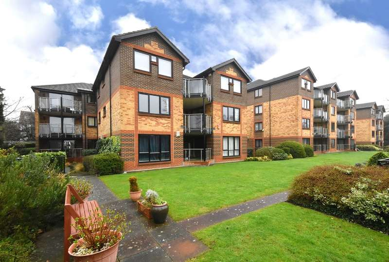 2 Bedrooms Flat for sale in Blyth Road, Bromley