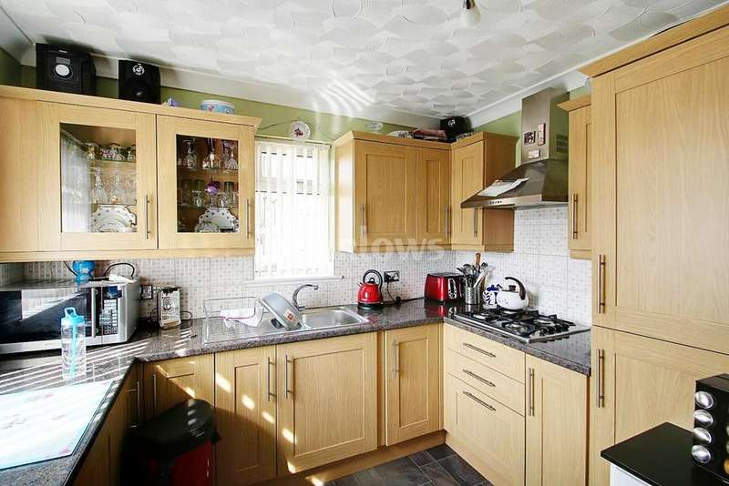 3 Bedrooms End Of Terrace House for sale in Top Road, Garndiffaith