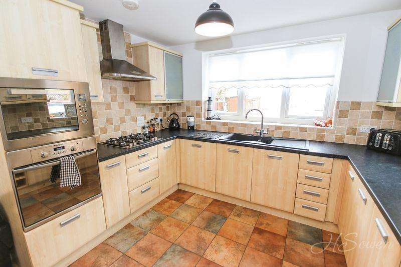 4 Bedrooms Detached House for sale in The Grove, Paignton
